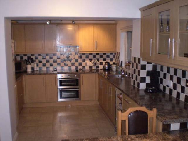 Kitchen Tiles Edinburgh service with a tile - specialists in all aspects of tiling